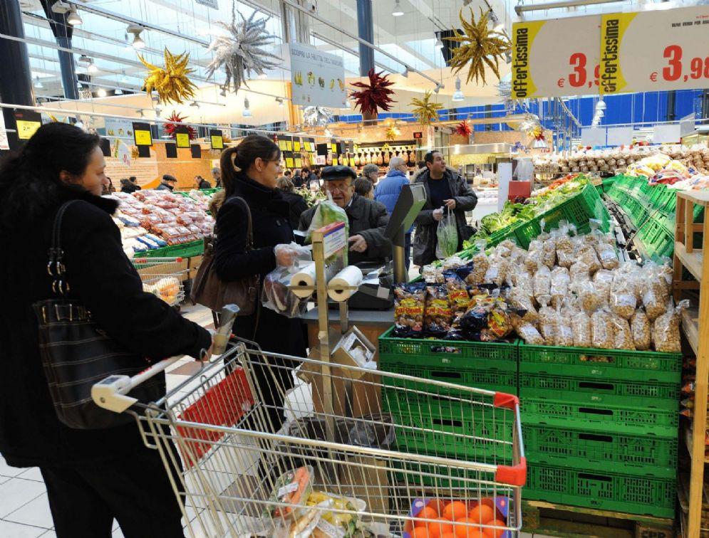 In Italia l'indice dei prezzi al consumo a febbraio si è attestato allo 0,6% su base annua, in calo rispetto allo 0,9% di gennaio