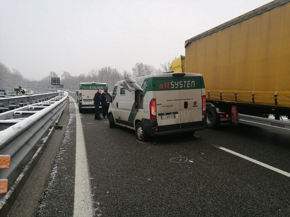 Il portavalori fermo in autostrada