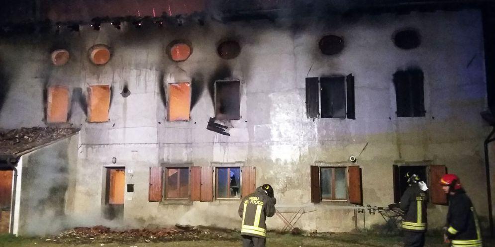 A fuoco un rustico a Ronchiettis di Santa Maria La Longa