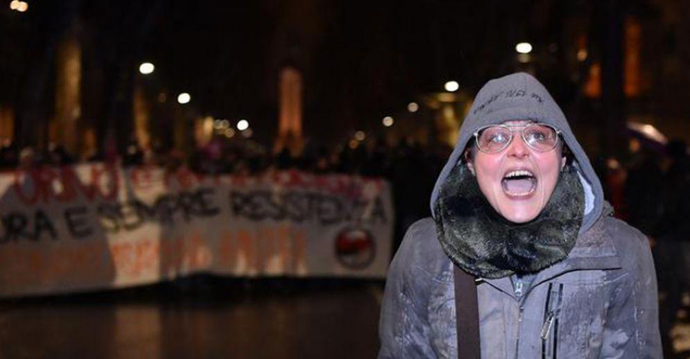 Lavina Cassaro durante la mnifestazione antifascista a Torino