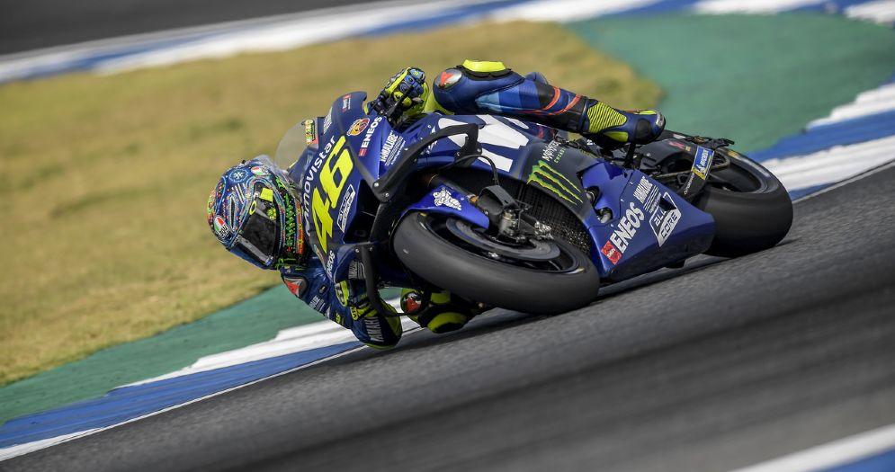Valentino Rossi in pista con la Yamaha nei test