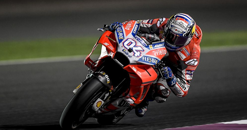 Andrea Dovizioso in sella alla Ducati nei test in Qatar