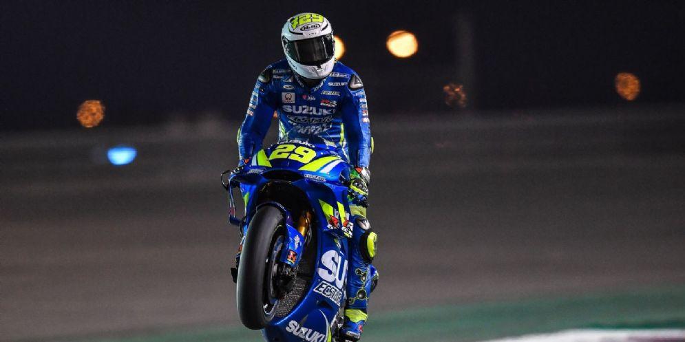 Andrea Iannone in sella alla sua Suzuki nei test in Qatar