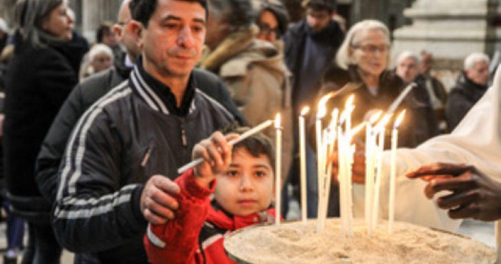 Una candela a ricordo dei clochard