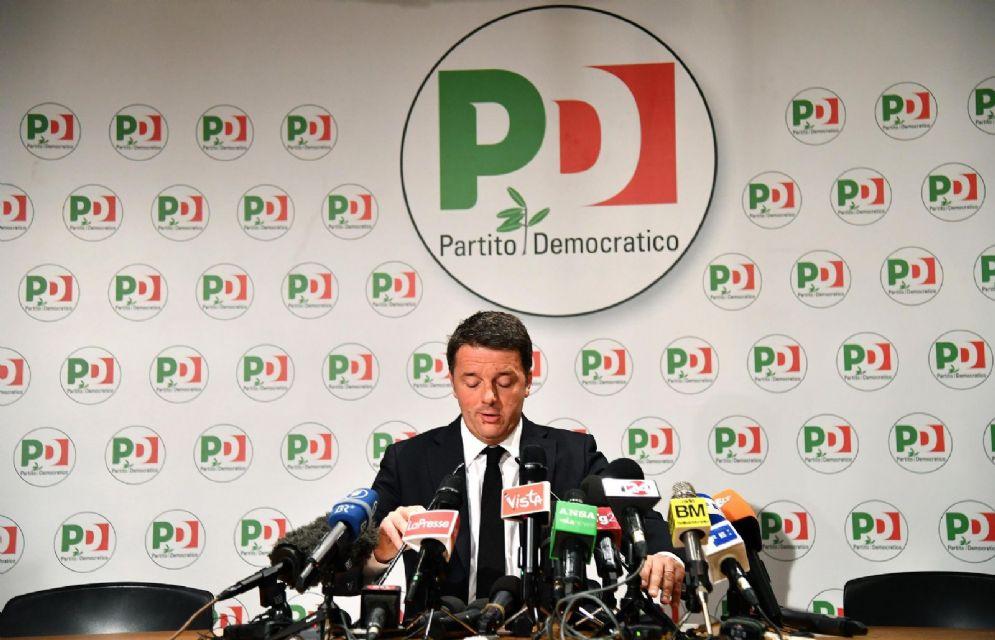 Il segretario del Pd Matteo Renzi durante la conferenza stampa post voto