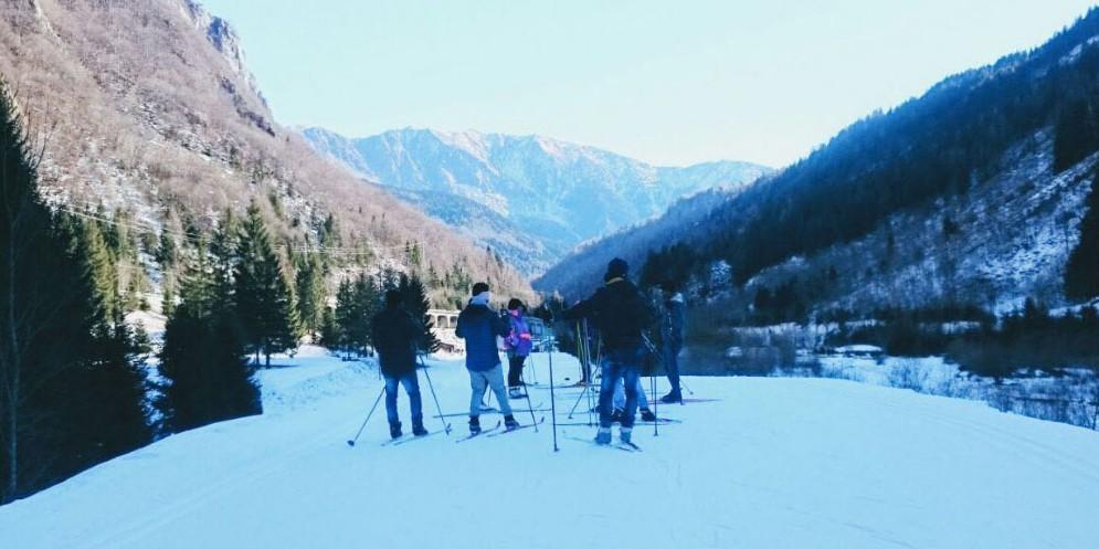 Corsi di sci per migranti: l'ira della Lega