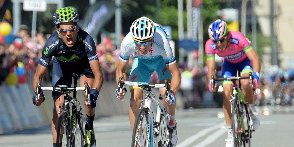 Lo spagnolo Benat Intxausti vince la 16sima tappa del Giro d'Italia 2013 a Ivrea