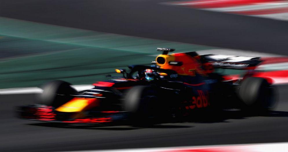La Red Bull di Daniel Ricciardo in pista a Barcellona durante i test