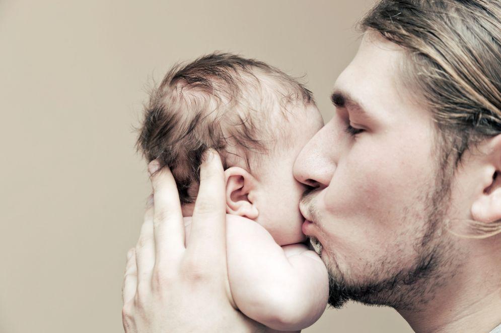 I neonati che somigliano al padre stanno meglio