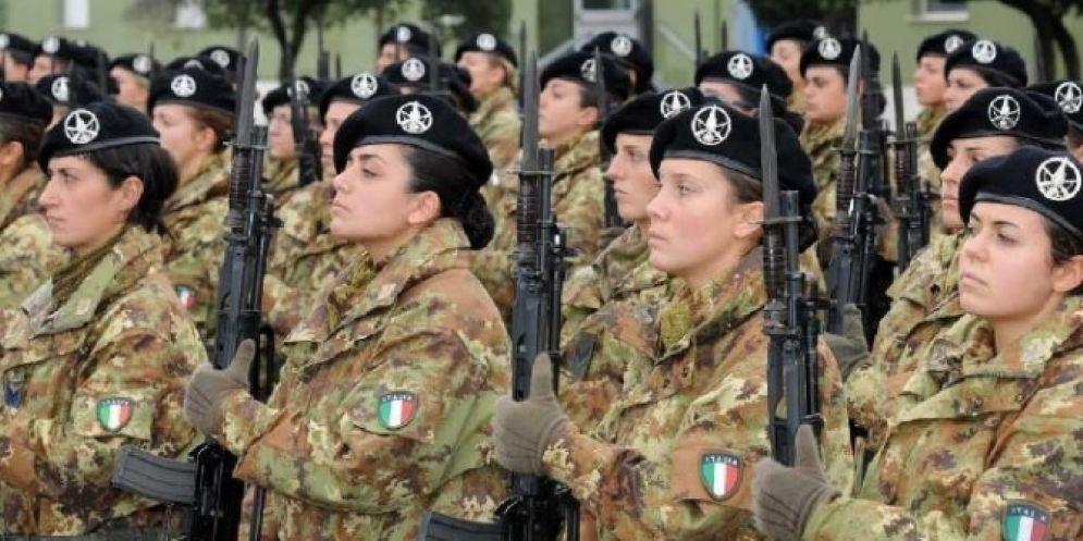Maresciallo spiava soldatesse con microcamere rubando la loro biancheria intima: a processo