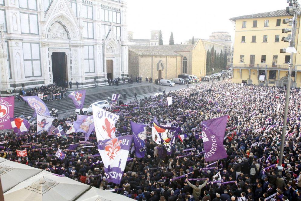 La Basilica di Santa Croce a Firenze durante i funerali del capitano della Fiorentina Davide Astori