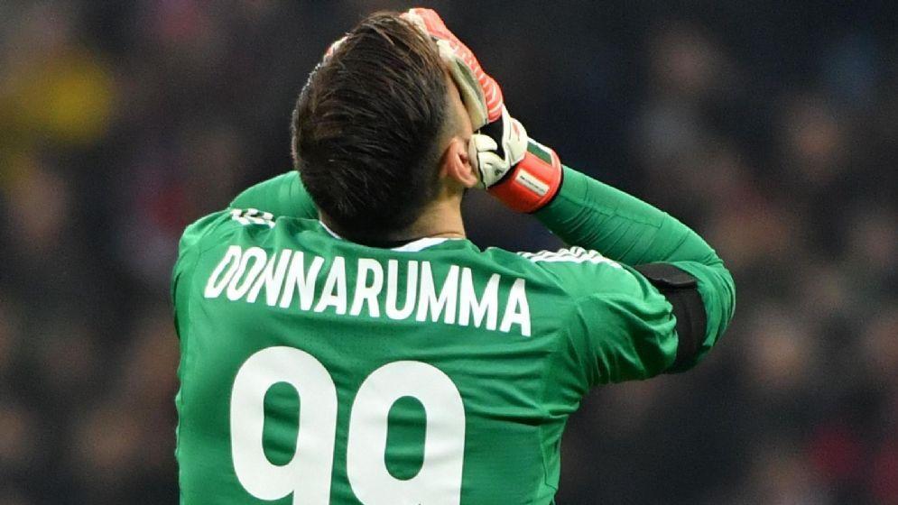 La disperazione di Donnarumma dopo uno dei gol subiti dall'Arsenal