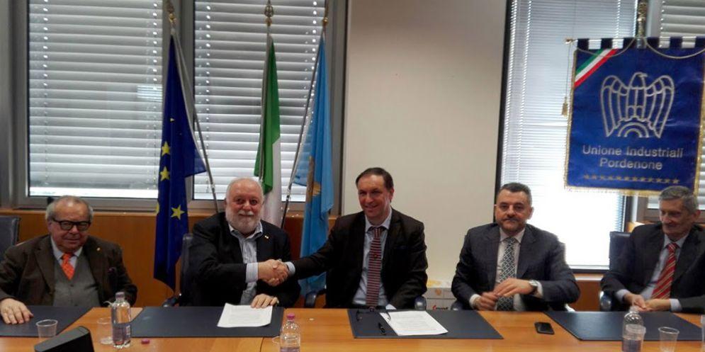 Pordenone, firmato l'accordo quadro tra Electrolux Italia e Roncadin Spa