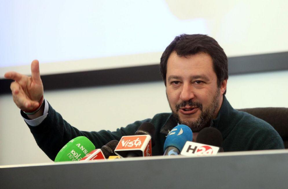 Il segretario della Lega Matteo Salvini durante la conferenza stampa al termine dell'incontro con gli eletti al Parlamento a Palazzo delle Stelline a Milano