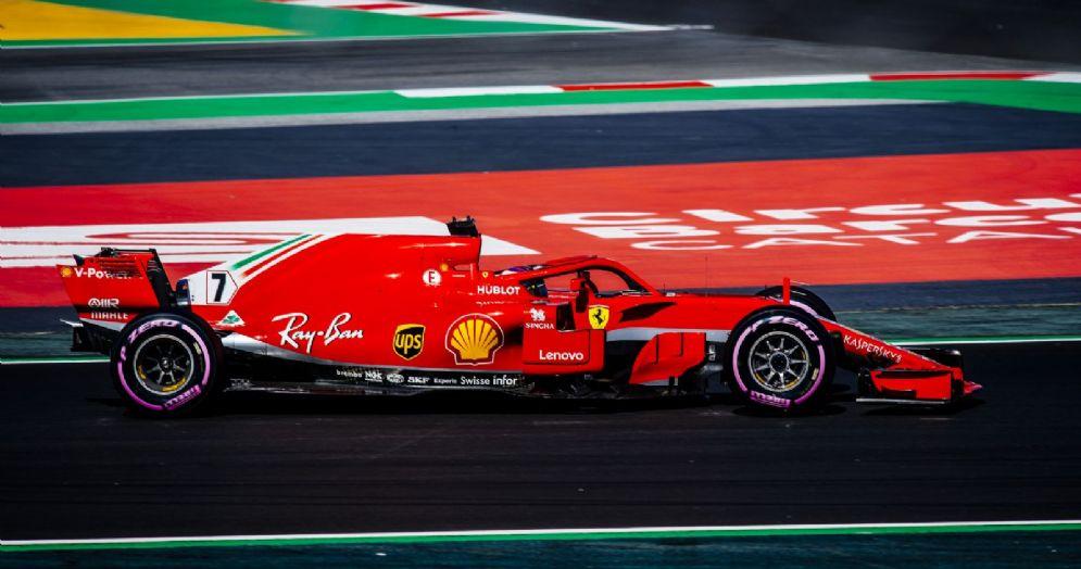 Kimi Raikkonen al volante della sua Ferrari nei test di Barcellona