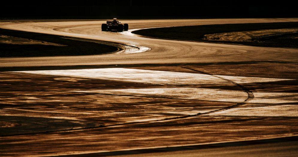 Sebastian Vettel al volante della sua Ferrari durante i test a Barcellona
