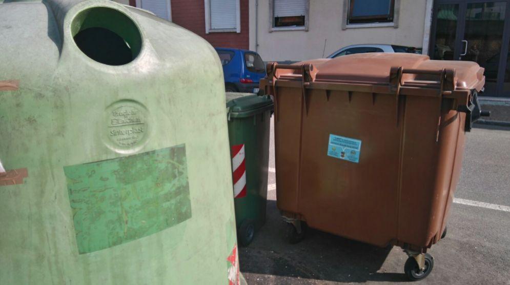 Cassonetti per i rifiuti in città