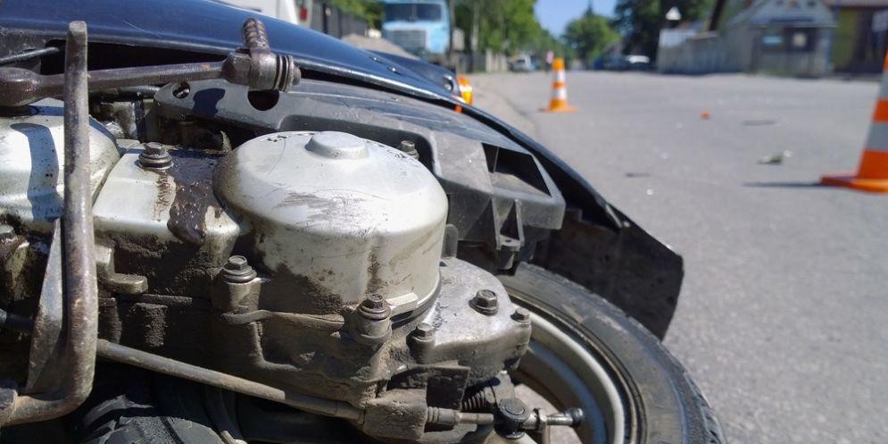 Cade dal ciclomotore: conducente in codice giallo al San Giovanni di Dio