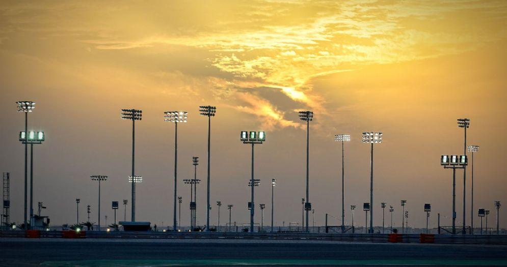 Il tramonto sulla pista di Losail che ospiterà il Gran Premio del Qatar