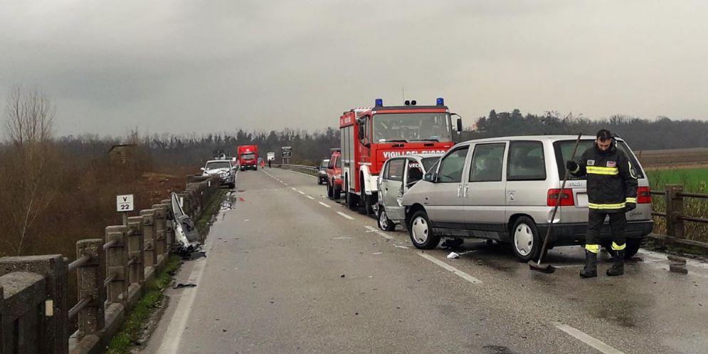 Incidente stradale sul ponte del Tagliamento: 5 feriti