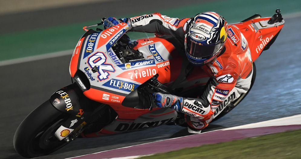 Andrea Dovizioso in sella alla Ducati nelle prove libere in Qatar