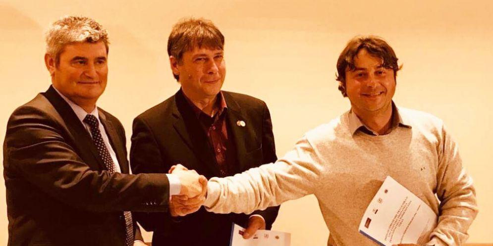 Vino: accordo Italia-Slovenia per la creazione della doc transfrontaliera 'Teran'