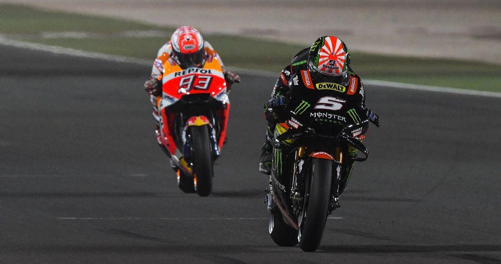 La Yamaha di Johann Zarco davanti alla Honda di Marc Marquez nelle qualifiche in Qatar