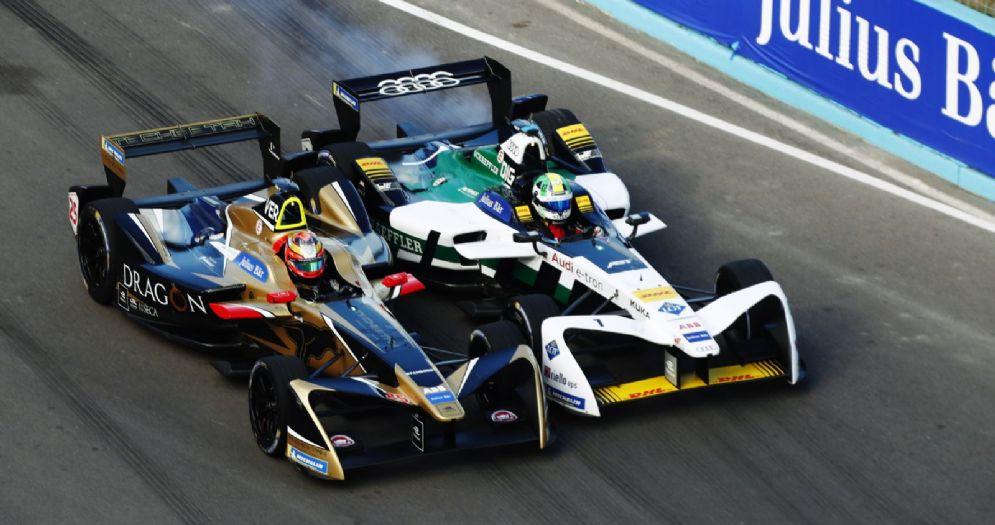 Il duello ruota a ruota tra Jean-Eric Vergne e Lucas di Grassi per la vittoria dell'ePrix in Uruguay