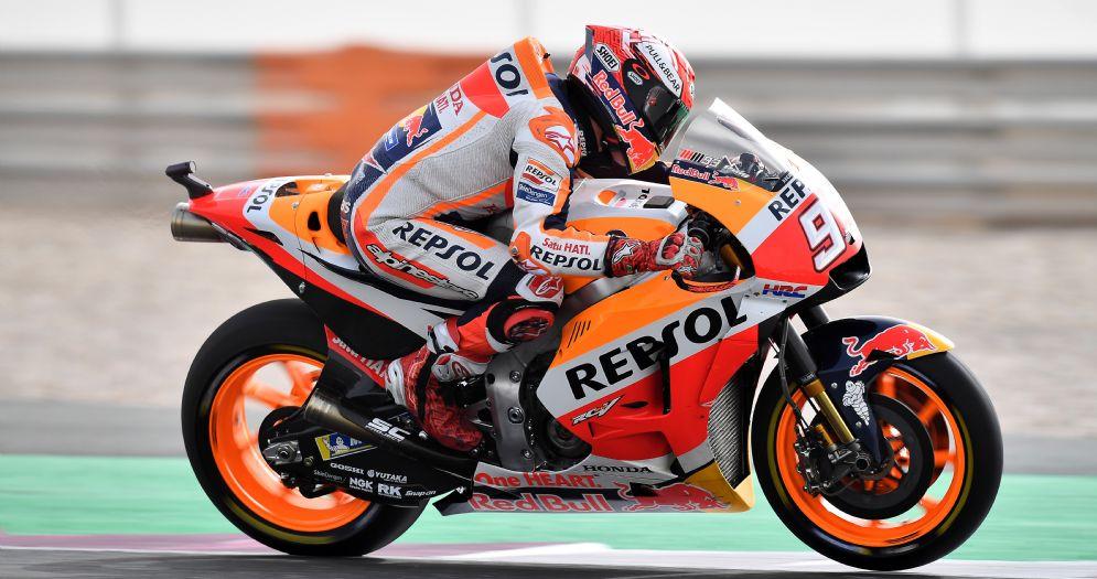 Marc Marquez in sella alla sua Honda durante le prove in Qatar