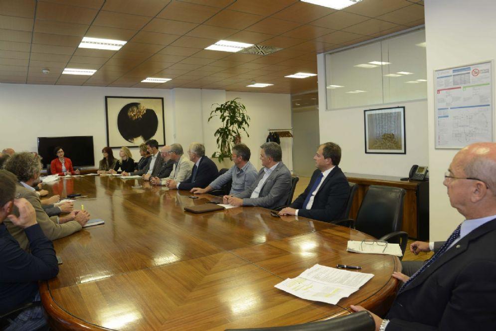 Sindaci durante la prima seduta dell'assemblea regionale d'Ambito dell'Autorità unica per i servizi idrici e i rifiuti