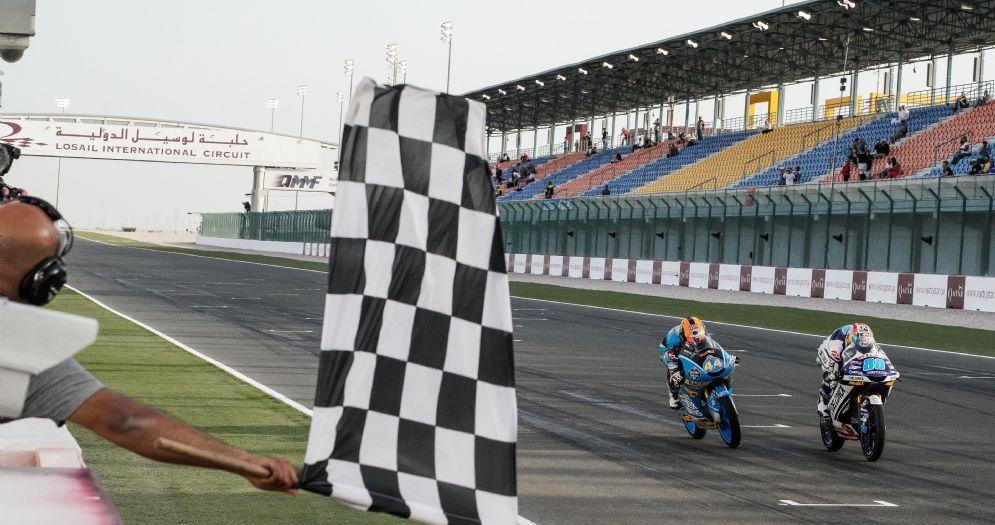 La volata vincente di Jorge Martin su Aron Canet nel GP del Qatar in Moto3