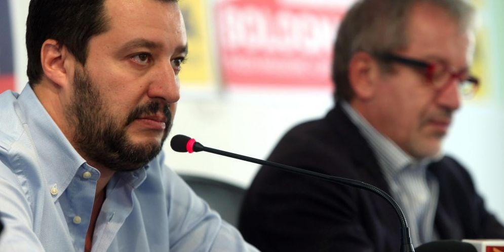 Il segretario della Lega Matteo Salvini e il governatore della Lombardia Roberto Maroni
