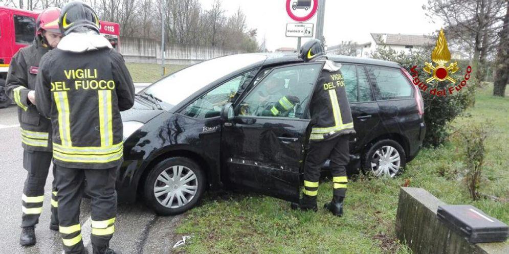 Fontanafredda: allarme airbag inesplosi in un incidente stradale