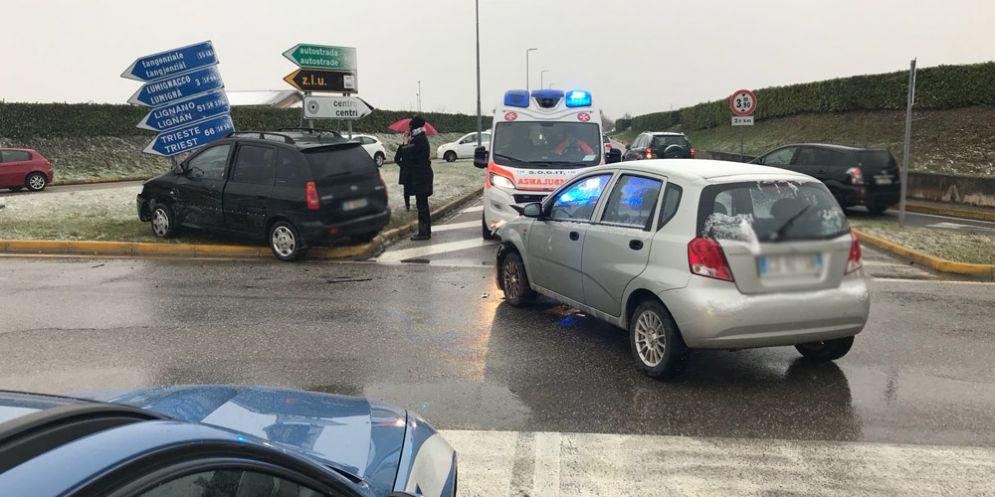 Incidente fra via Selvuzzis, via Lumignacco: un uomo finisce all'ospedale