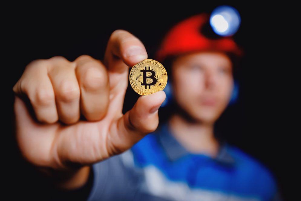 Nei sotterranei di Milano c'è un «fabbrica» di bitcoin