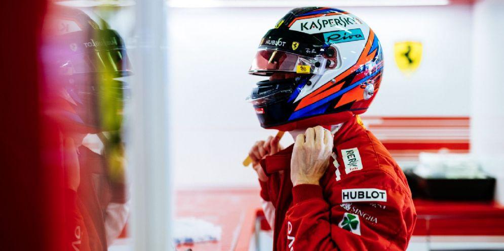 Kimi Raikkonen nel box della Ferrari