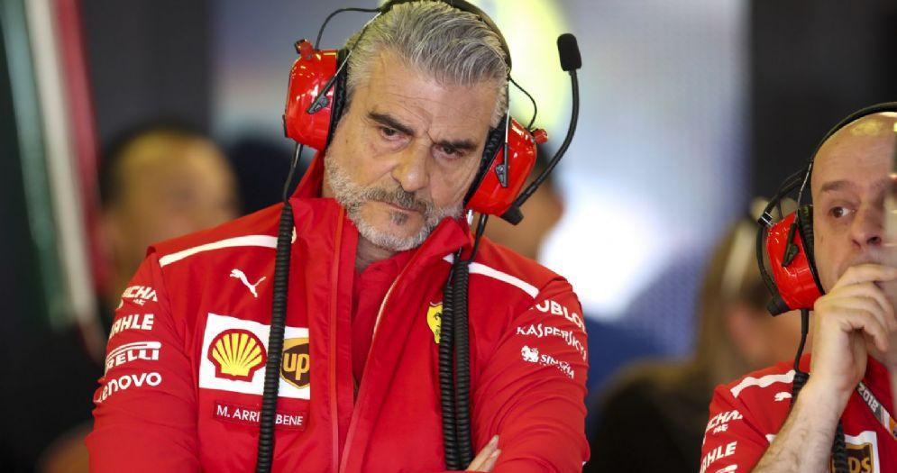 Il team principal Maurizio Arrivabene nel box della Ferrari