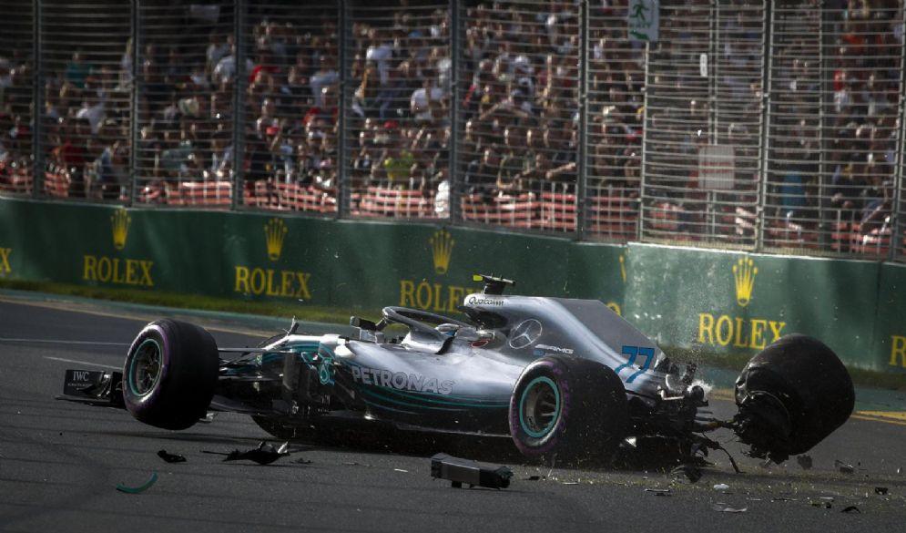 La Mercedes di Valtteri Bottas incidentata durante le qualifiche del GP d'Australia