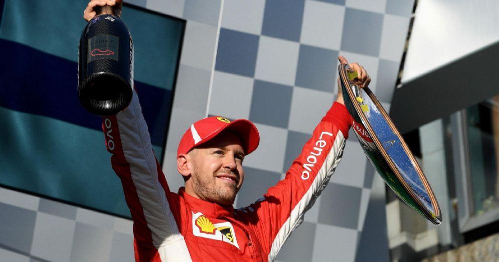 Sebastian Vettel (Ferrari) sul gradino più alto del podio del GP d'Australia di Formula 1