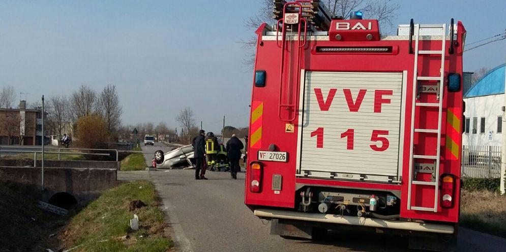Incidente a Faedis: auto finisce ruote all'aria