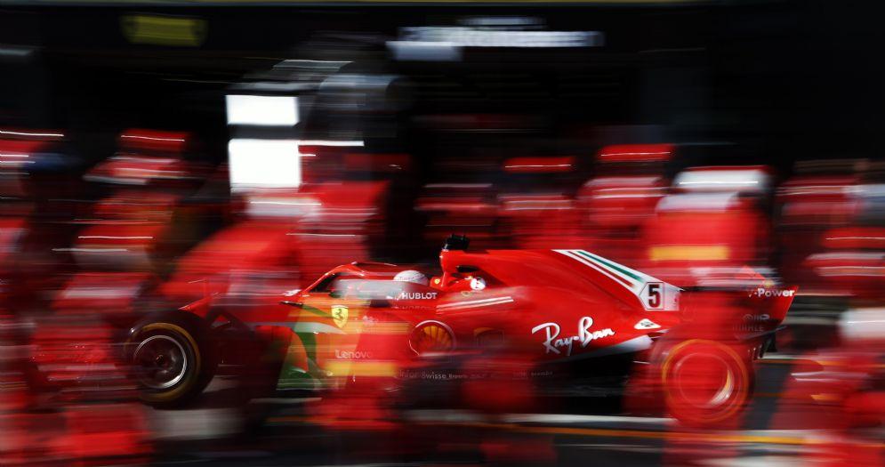 La sosta ai box della Ferrari di Sebastian Vettel durante il GP d'Australia di Formula 1