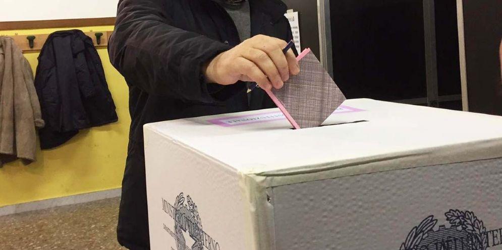 Elezioni regionali: ufficializzati cinque candidati e dodici liste