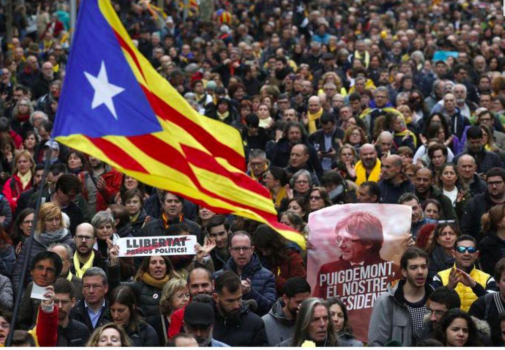 Manifestazioni a Barcellona dopo l'arresto di Carles Puigdemont