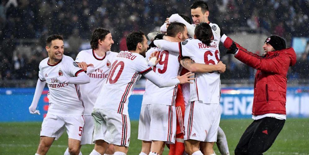 I rossoneri festanti dopo la conquista della finale di Coppa Italia
