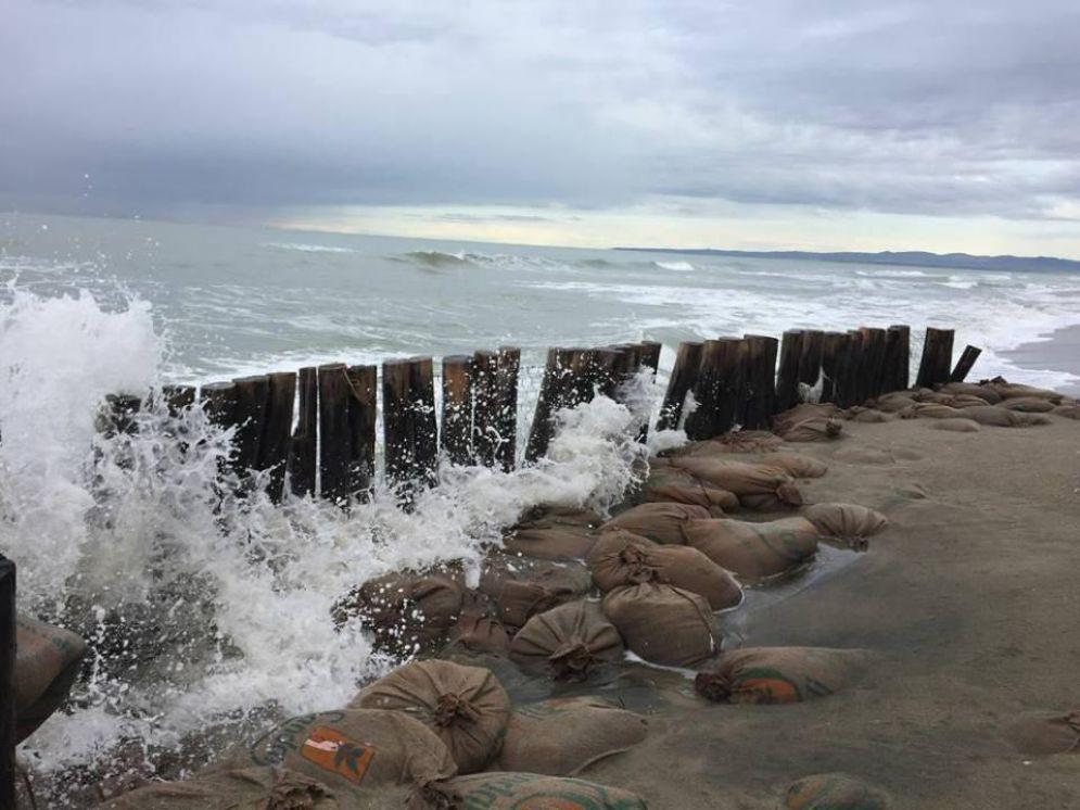 I danni causati dalla forte mareggiata degli ultimi mesi sulla costa di Fregene sud, Roma