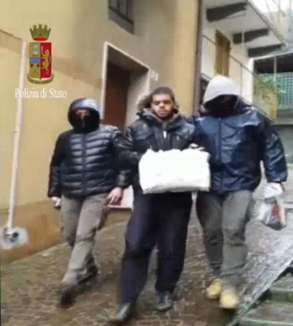 Un fermo immagine tratto da un video della Polizia mostra il 23enne italo-marocchino Elmahdi Halili arrestato a Torino per terrorismo, già fermato a Brescia nel 2015