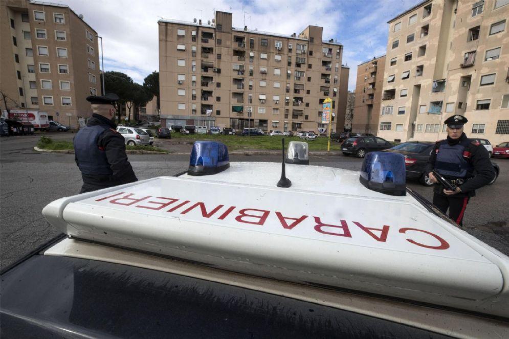 Carabinieri durante le operazioni contro la criminalità organizzata a Roma