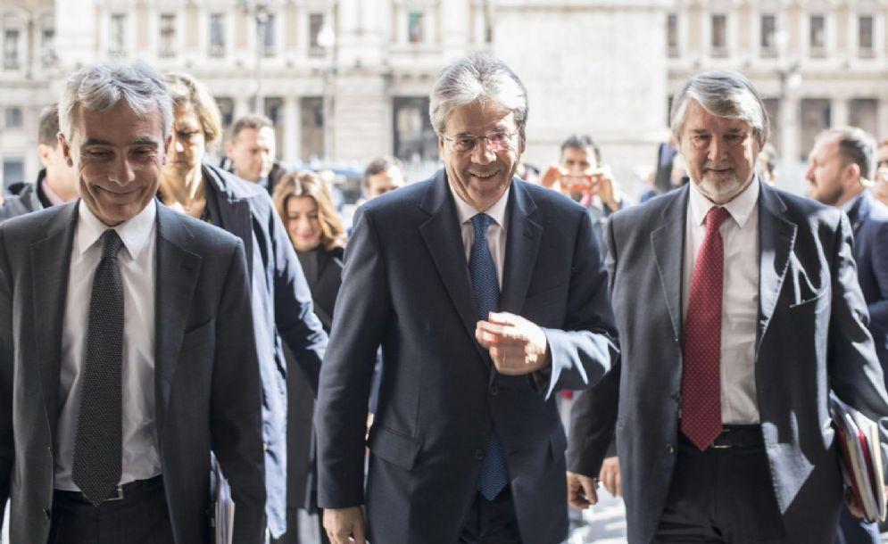Il presidente del Consiglio Paolo Gentiloni con il presidente dell'Inps Tito Boeri e Giuliano Poletti alla presentazione dell'Osservatorio sul reddito di inclusione