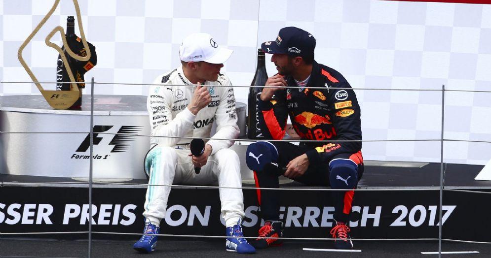 Valtteri Bottas (Mercedes) e Daniel Ricciardo (Red Bull) insieme sul podio