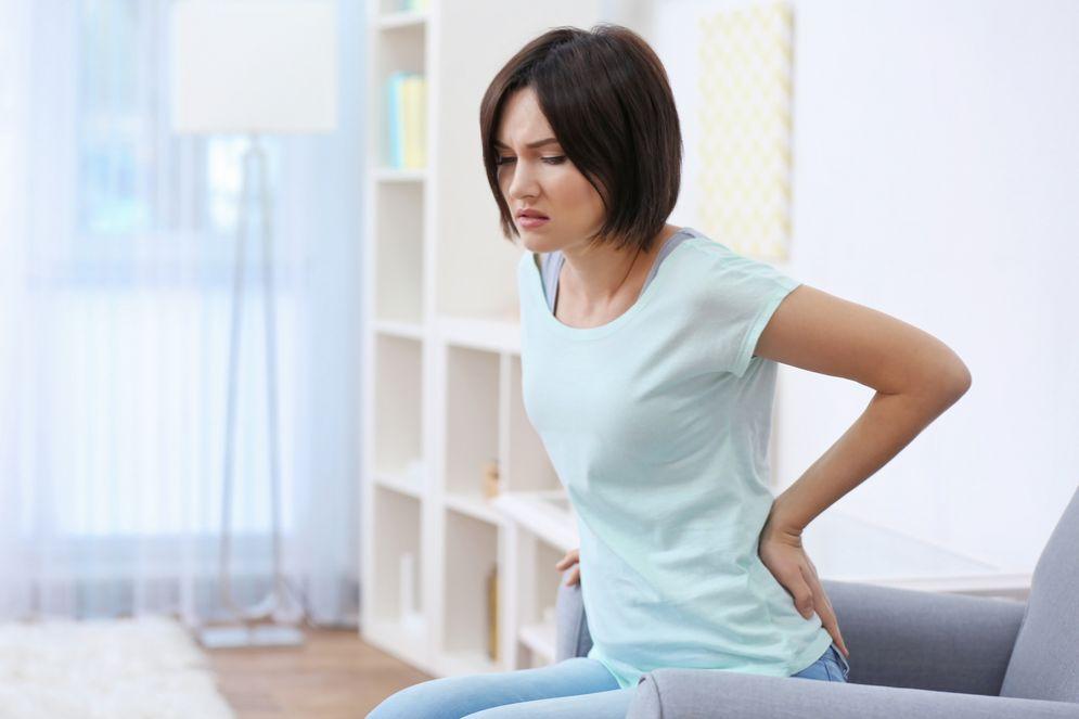 Mal di schiena per colpa di un ago conficcato nella colonna vertebrale